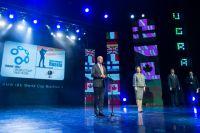 Президент IBU Андрес Бессеберг и губернатор Югры Наталья Комарова приветствуют участников этапа и зрителей церемонии.