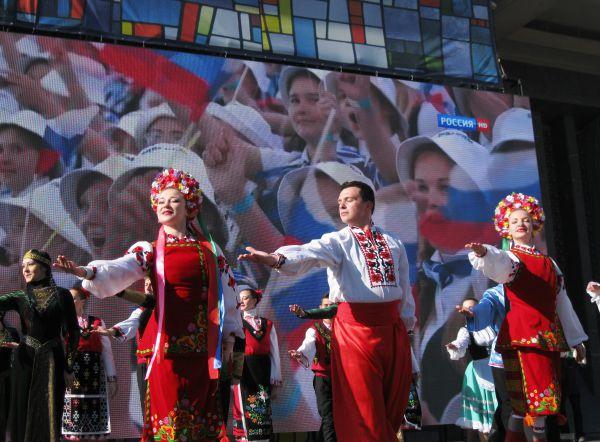 Концерт начался с украинского гопака