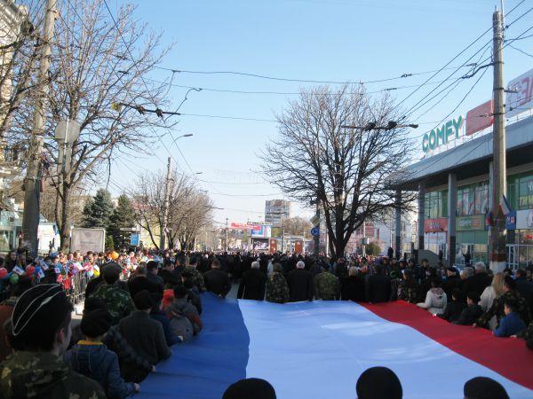 В шествии принимали участие несколько тысяч человек