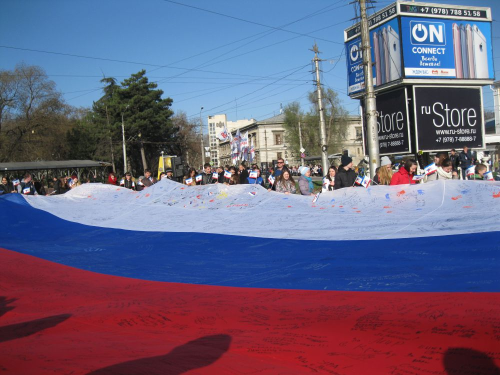 В 2014 году на нем свои росписи поставили чиновники, политики и крымчане