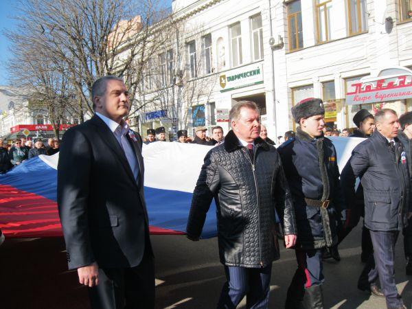 Масштабное шествие по центральным улицам крымской столицы