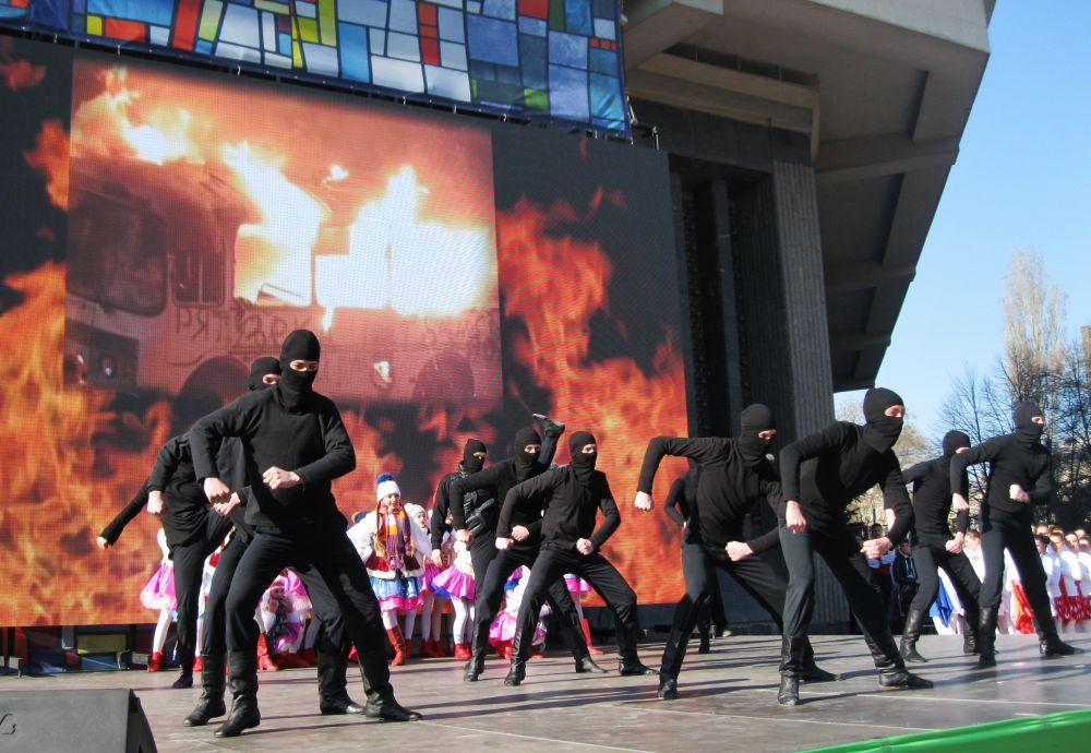 На экране – страшные кадры с Майдана