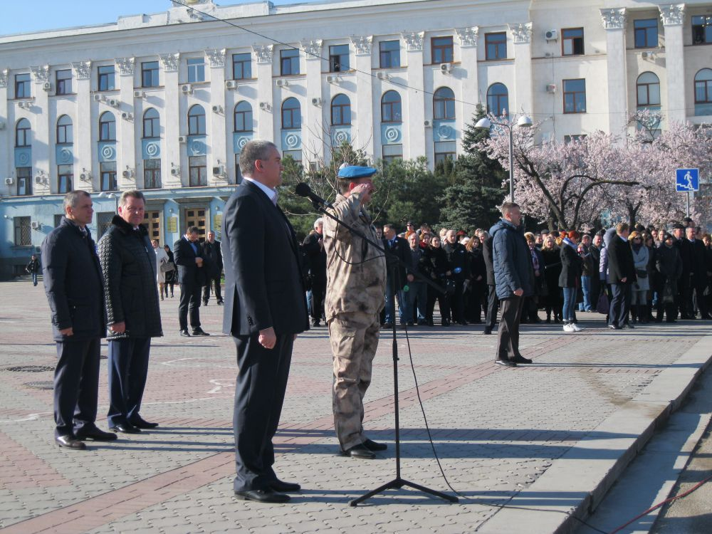 Глава Крыма Сергей Аксенов и руководитель Народного ополчения Сергей Турчаненко