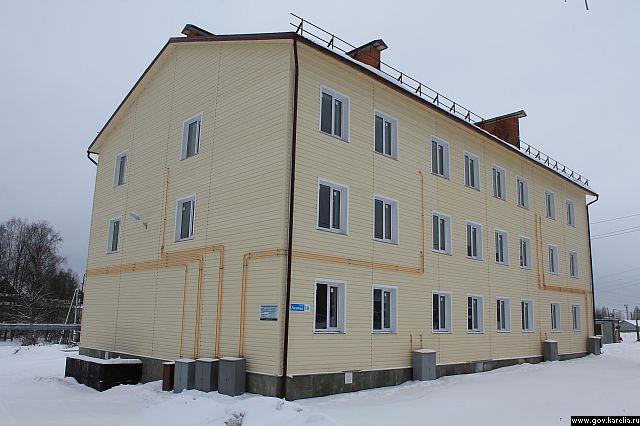 Такой новый дом построен в Суоярви по программе переселения из аварийного жилья
