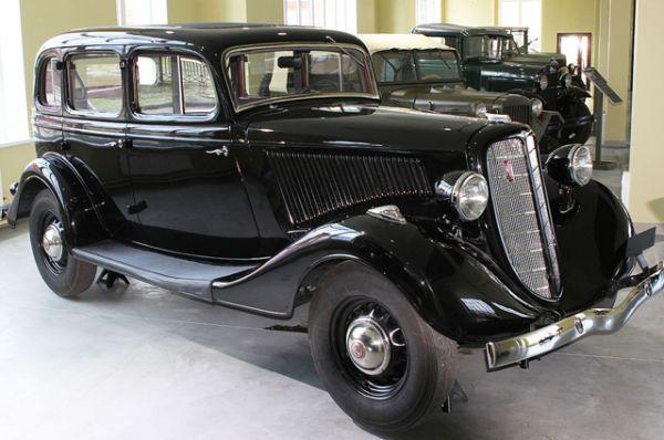 Главным новшеством автомобиля стал цельнометаллический кузов (изначально с деревянным боковым брусом крыши и её обтяжкой из кожезаменителя), передовая для своего времени технология изготовления которого была освоена заводом в кооперации с кузовостроительным подразделением компании Ford.