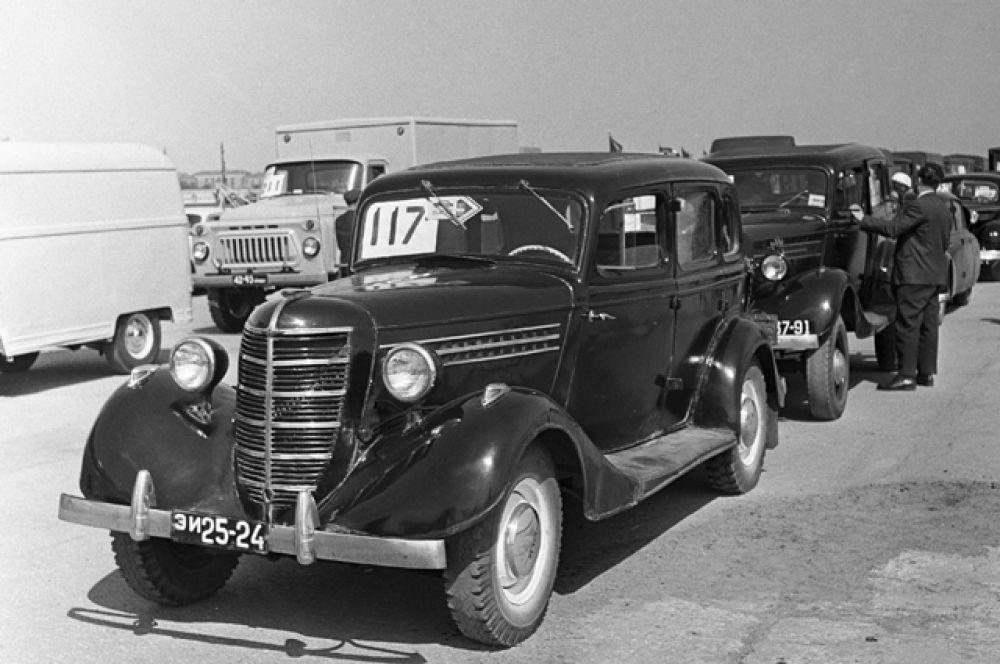 Документация по автомобилю была передана ГАЗу американской стороной по условиям договора. Подготовить новую модель к производству и создать часть производственной оснастки советской стороне предстояло самостоятельно.