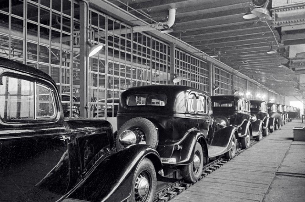 16 марта 1936 с конвейера Горьковского автомобильного завода сошли два первых серийных автомобиля, а с 20 мая начался их массовый выпуск, составивший до конца 1936 года 2524 машины.