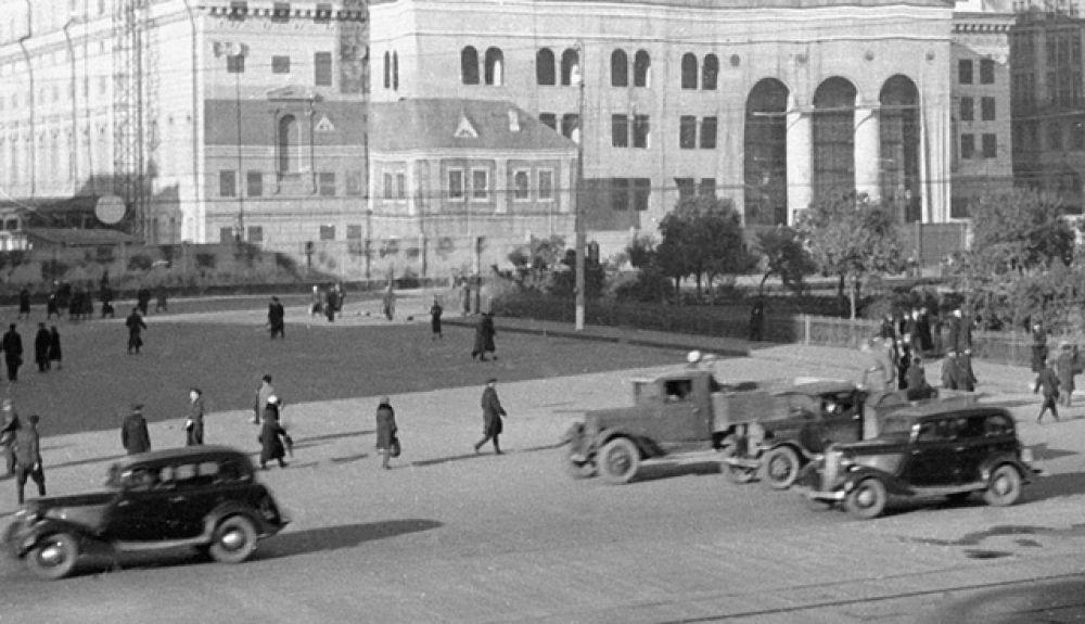 Первые опытные образцы «М-1» появились в январе 1934 года. В серийном производстве автомобиль пришёл на смену «ГАЗ-А» в 1936 году.