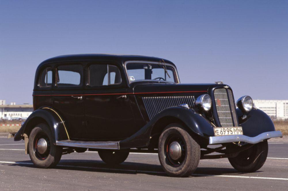 Основная масса автомобилей была окрашена в чёрный цвет с узкой красной полосой вдоль борта. Именно так окрашен, например, экземпляр, хранящийся в заводском музее ГАЗ.