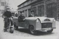 Первый в Иркутске автомобиль ручной сборки сделал Борис Демьянович (на фото - за рулём).