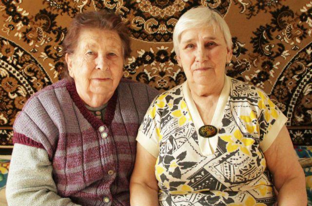 Тамара Ефимова (слева) с Ниной Орловой: несмотря на войну, подруги своё детство считают счастливым.