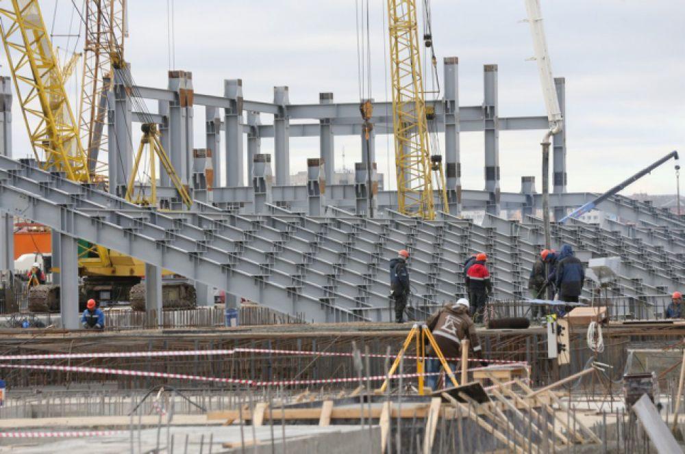 Март 2016 года. Рабочие начали монтаж металлоконструкций каркаса стадиона.