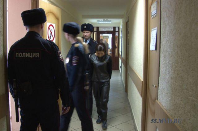 Подозреваемой грозит до пяти лет лишения свободы за мошенничество.