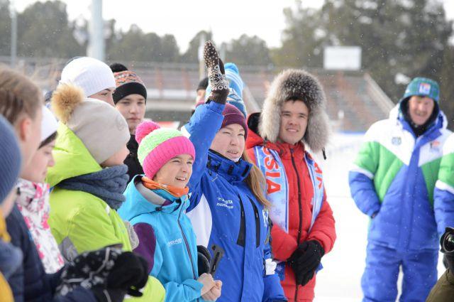 Дети с Ямала на биатлонном стадионе в Ханты-Мансийске.