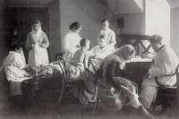 Так принимали больных 100 лет назад.