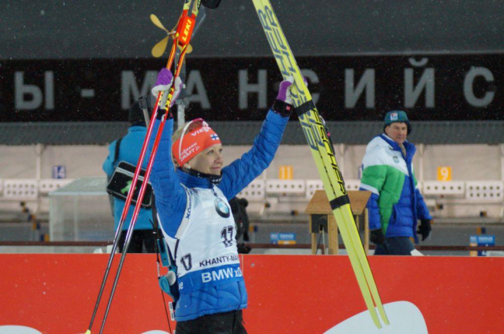 Победительница гонки Кайса Мякяряйнен.