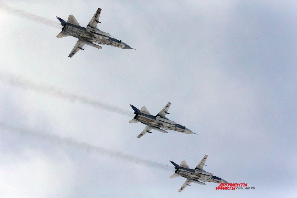 Пролёт тройки фронтовых бомбардировщиков СУ-24