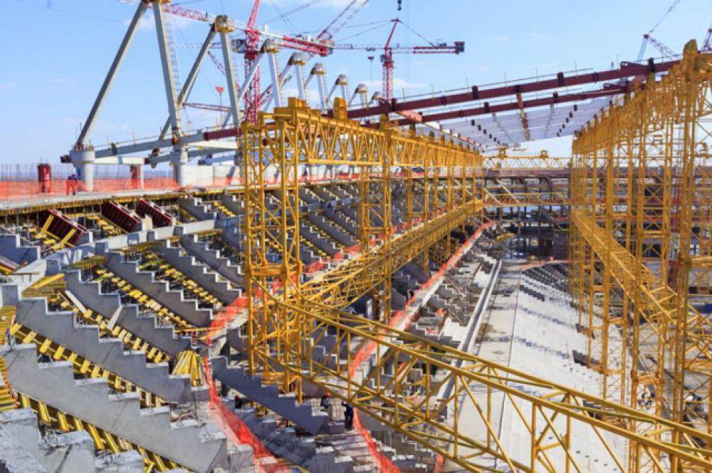 На данный момент кладка кирпичных перегородок стадиона выполнена более, чем наполовину – в объёме 74,5%, устройство лестничных железобетонных маршей – на 61%, монолитных конструкций будущих билетных касс – на 27%.