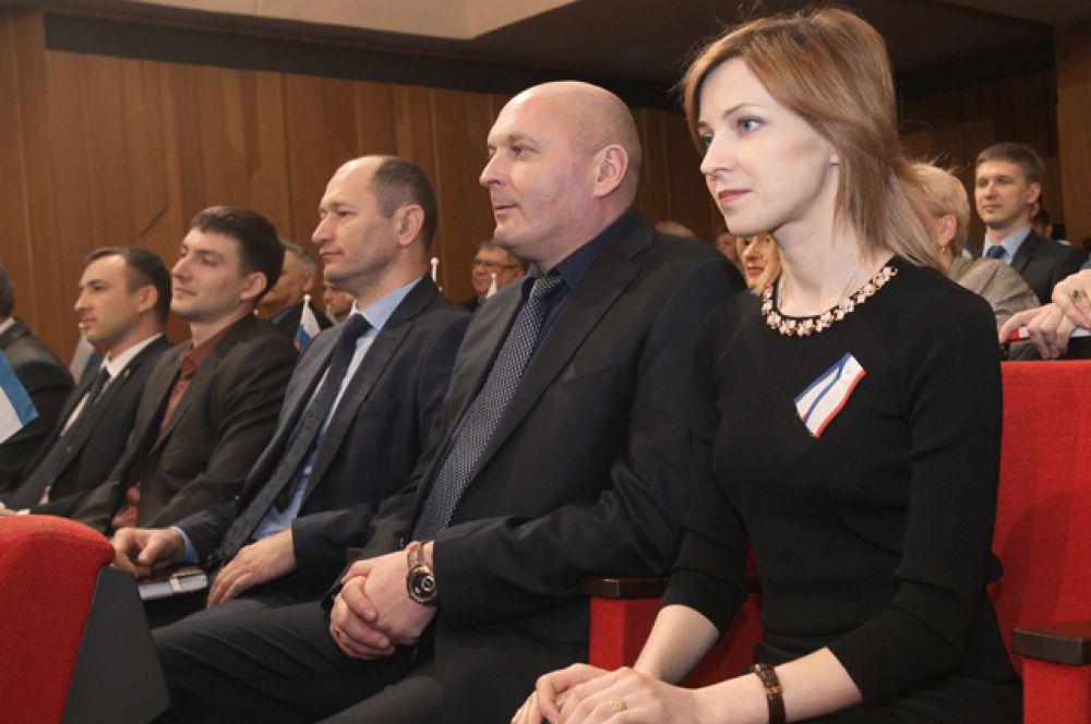 В классическом чёрном платье на торжественном собрании в честь празднования Дня Республики Крым в Симферополе, 20 января 2016 года.