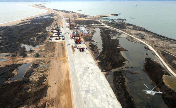 Район строительства транспортного перехода через Керченский пролив. 19-километровый мост станет самым протяжённым в России.
