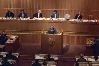 Егор Гайдар во время выступления на V сессии Верховного Совета Российской Федерации, проходившей с 22 сентября по 25 декабря 1992 года в Москве.