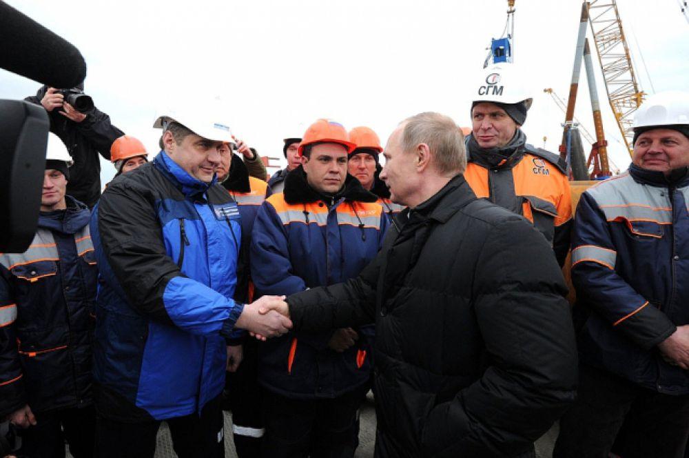Президент пообщался со строителями Керченского моста