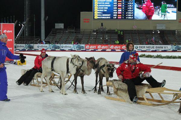 В честь этой победы норвежскую сборную прокатили на оленях по стадиону.