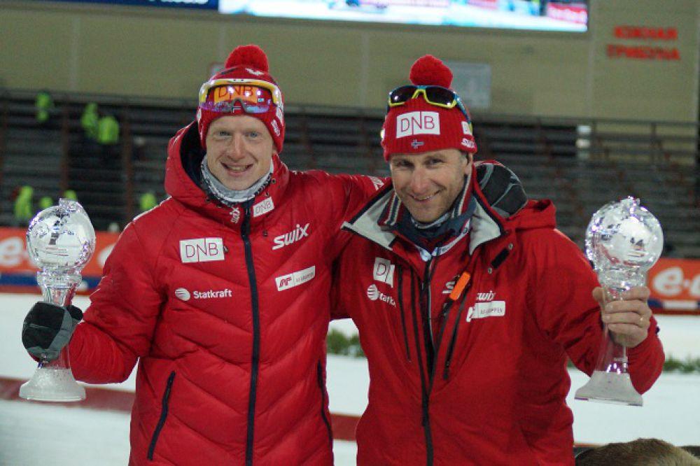А норвежские биатлонисты праздновали победу в Кубке наций.