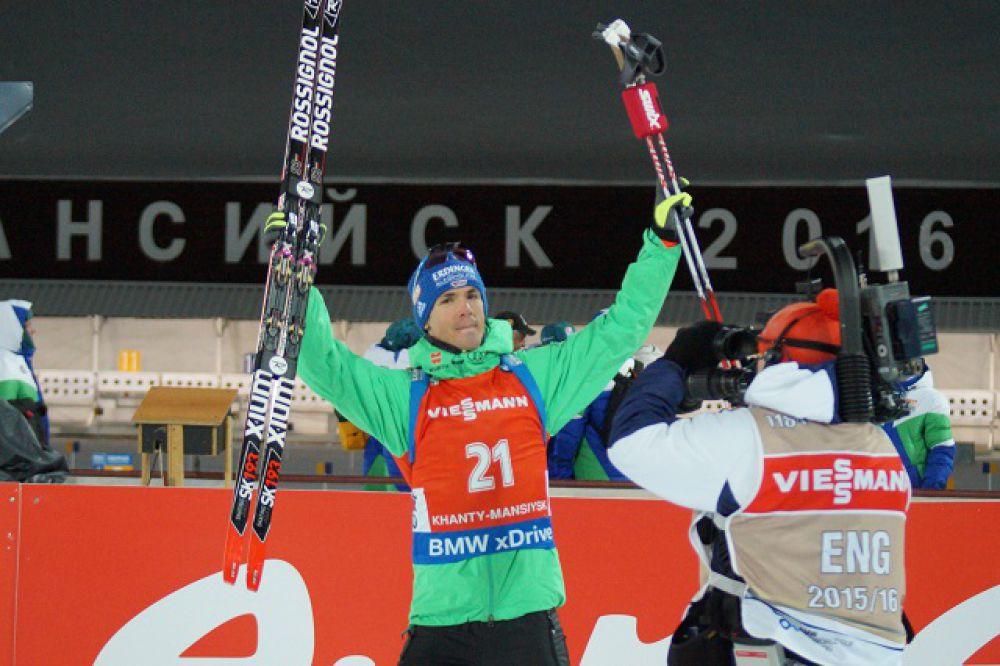 Немецкий биатлонист Симон Шемп проиграл лидеру всего 1,1 секунды.
