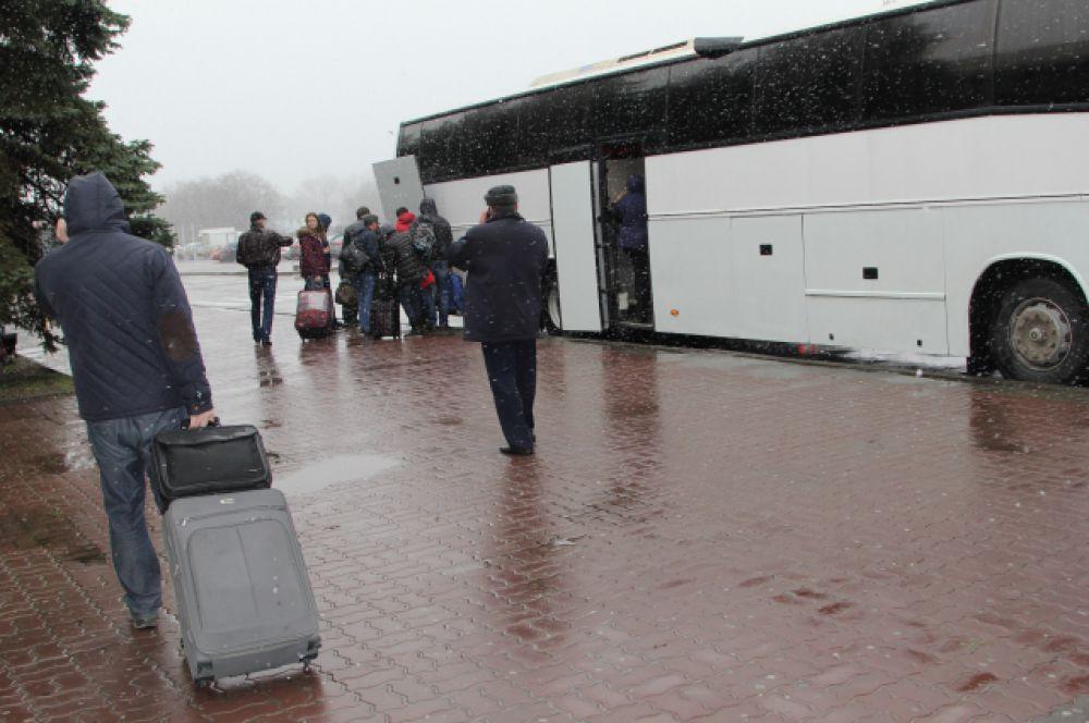 В первой половине дня 19 марта из Ростова на Краснодар отправили два автобуса.