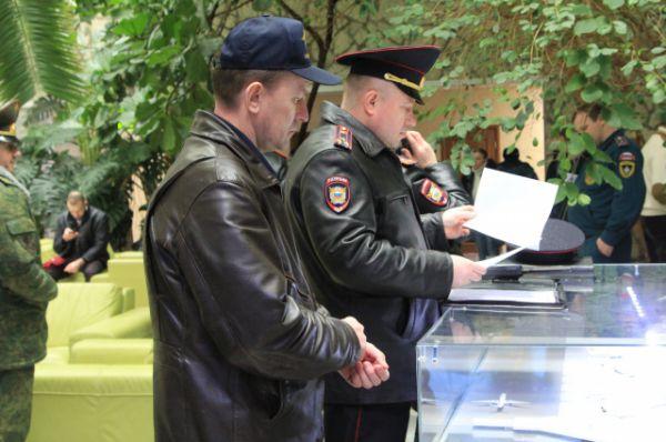 В здании аэропорта Ростова работают все службы оперативного реагирования.