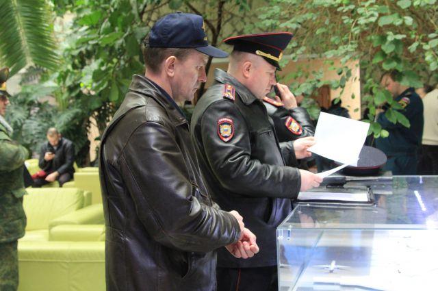 В аэропорту Ростова работает штаб, который выясняет причины катастрофы самолета.