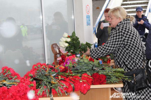 На борту самолета находились 55 пассажиров и 7 членов экипажа, никто не выжил. В Ростове объявлен траур.