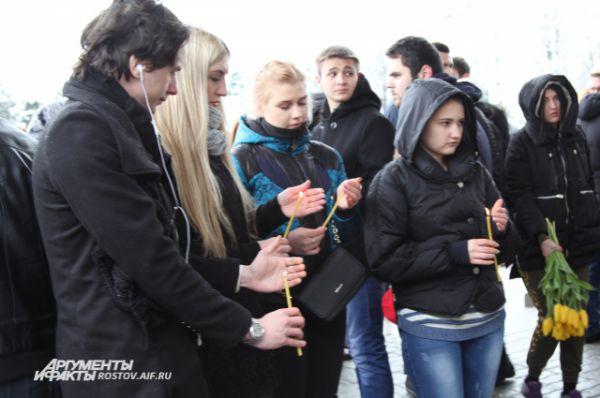 Ростовчане восприняли горе родных, чьи близкие погибли в авиакатастрофе, близко к своему сердцу.