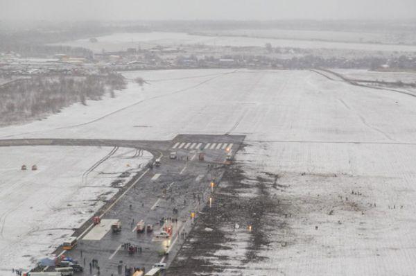 По данным ОАО «Аэропорт Ростова-на-Дону» посадка проходила в условиях плохой видимости и сильных порывов ветра.