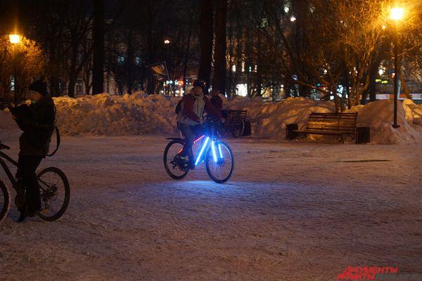 Таким образом велосипедисты хотят привлечь внимание к себе как к равноправным участникам дорожного движения.