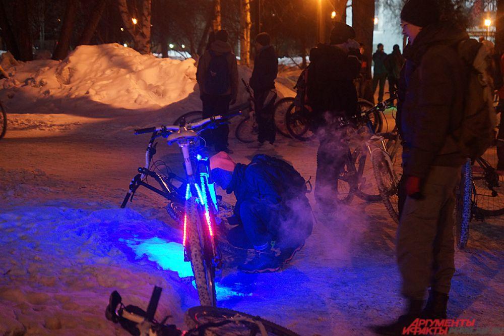 Пермяки украсили свои велосипеды фонариками и огоньками.