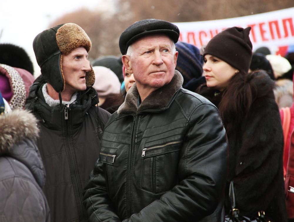 Собралось несколько сотен жителей Ульяновска