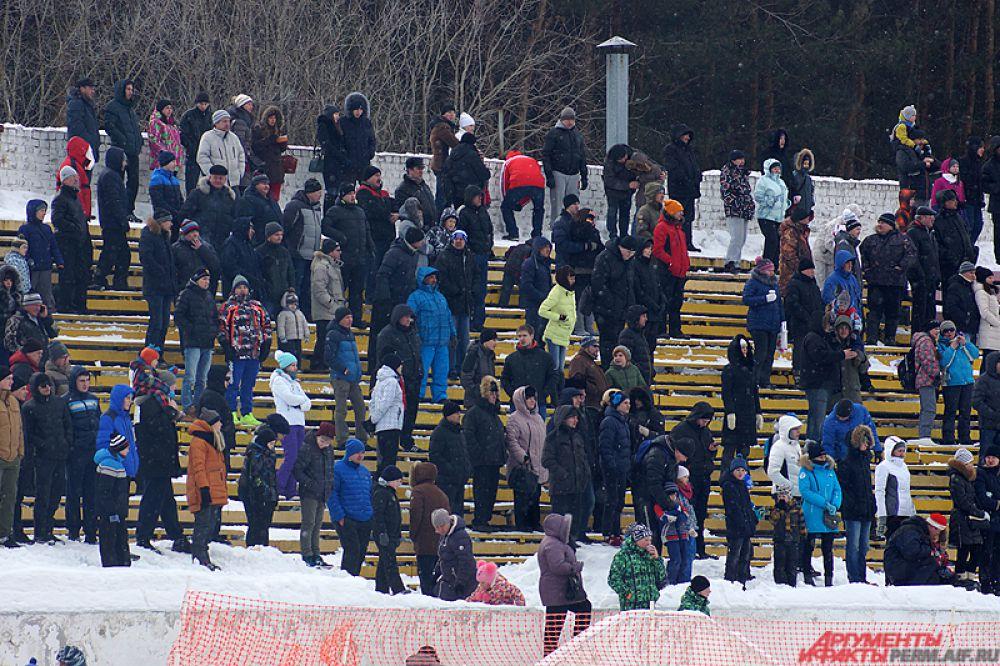 Несмотря на холодную погоду посетить мероприятия решили сотни горожан.