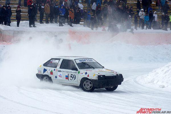 Финал зрелищных автогонок на льду «Трек 400» состоялся в Перми в воскресенье, 20 марта.