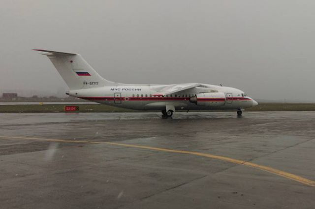 Борт МЧС России Ан-148 протестировал состояние ВПП в аэропорту Ростова-на-Дону.