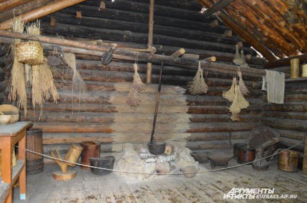 Убранство летней кухни шорцев, которая называется сенек.