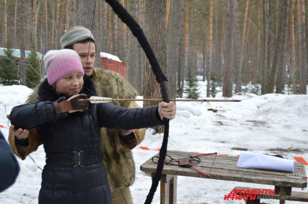 Приезжие могли поучиться бесплатно стрелять из настоящего лука и поучаствовать в национальных спортивных играх.