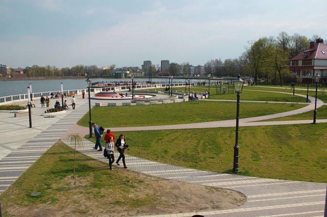 Охранные посты вставят на набережной Верхнего озера для защиты от вандалов.