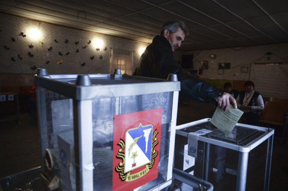 16 марта был проведён референдум о статусе Крыма, на основании результатов которого была в одностороннем порядке провозглашена независимая Республика Крым, подписавшая с Россией договор о вхождении в состав РФ.