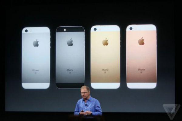 «Мы сегодня поговорим о более маленьком айфоне», — говорит Грег Джосвяк.