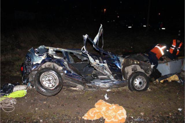 Под Полесском легковушку раздавило пригородным поездом, погиб водитель.