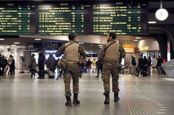После взрывов в метро власти страны объявили об эвакуации и закрытии всех станций подземки.