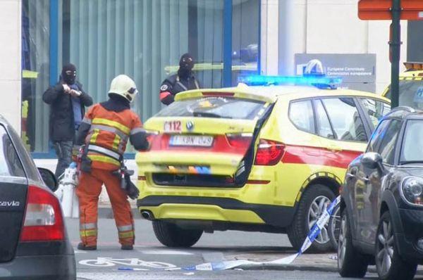 Бельгийские власти признали взрывы в метро и аэропорту терактами. В зоне вылетов обнаружено несколько поясов смертников.
