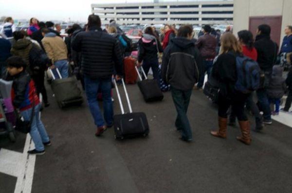 Пассажиры в аэропорту Брюсселя.